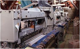 織物ふすまの生地を製織するエアジェット織機