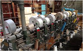 織物ふすまの生地を製織する準備機器のワインダー
