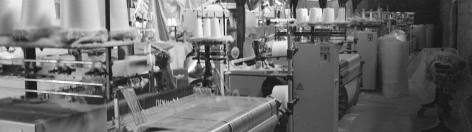 奈良伝統の蚊帳生地やふすま地の織物製造上島織布工場エアジェット織機