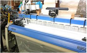 織物ふすまの生地を製織するレピア織機